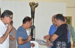 قررت اللجنة التحكيمية منح الفنان النحات ( هيثم حسن ) الجائزة الاولى لمسابقة نصب ( شهداء الكرادة )