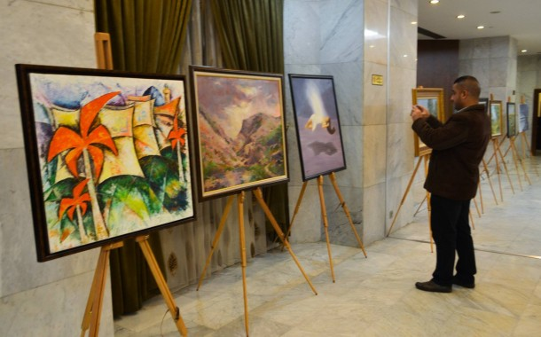 نظمت جمعية الفنانين التشكيليين العراقيين معرضاً تشكيلياً للرسم على هامش العيد الوطني لجمهورية رومانيا الصديقة