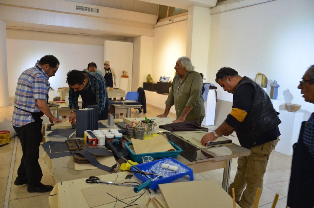 ورشة العمل الخاصة بفن ( البوك أرت ) والتي أدارها الفنان العراقي المغترب خالد رحيم وهل .